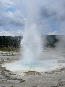 Sawmill Geyser puts on a show close enough to get wet.